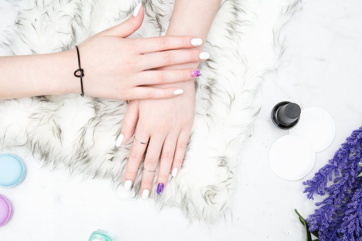 The 6 Best (Non-Toxic Preferred) Nail Polish Colors You Need to Be Wearing ThisFall: